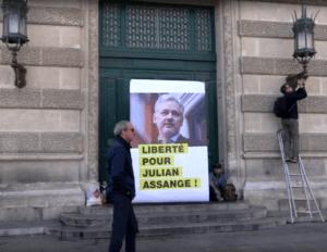 Assange 13 avril 2 300x232 - Liberté et asile politique en France pour Julian Assange